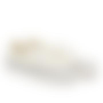 Authentic 44 Dx dans des chaussures blanches classiques