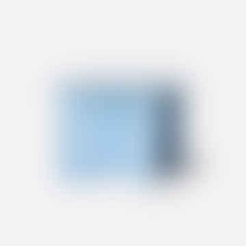 Mesa a lado de metal redonda azul