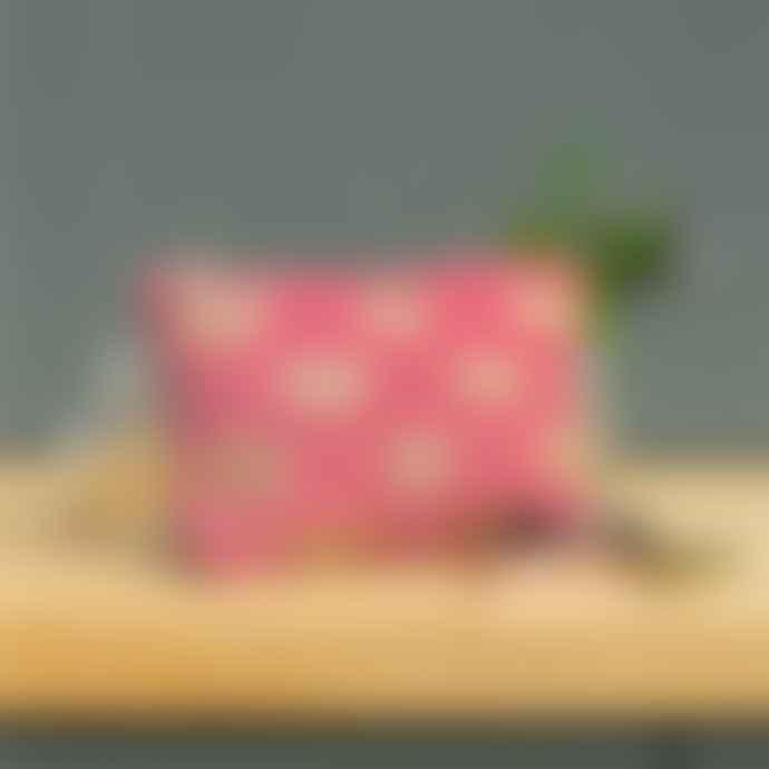 Elizabeth Scarlett Dusky Pink Bee Velvet Make Up