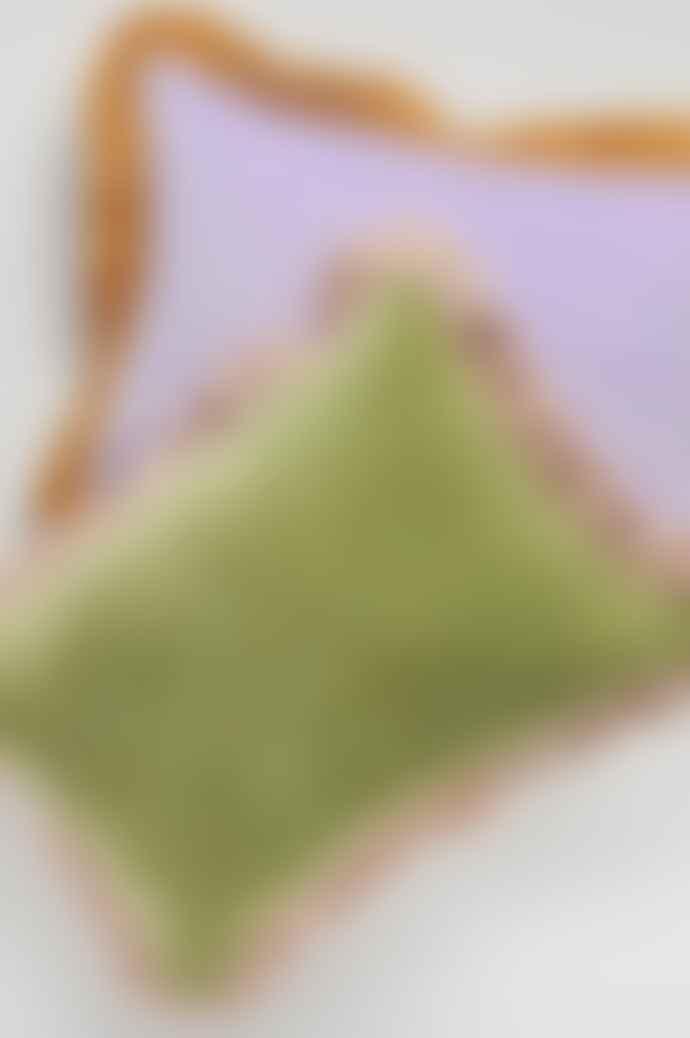 Projektityyny Leinikki Velvet Frill Olive Cushion